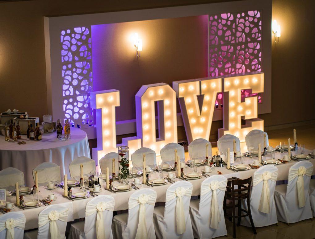 sala balowa napis love
